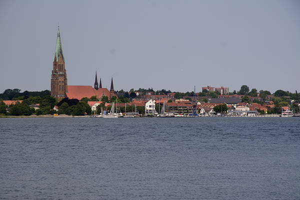 The successor to Hedeby when Hedeby was sacked in 1050 - Schleswig